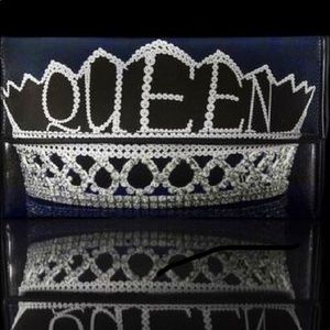 Handbags - Kent Stetson queen clutch